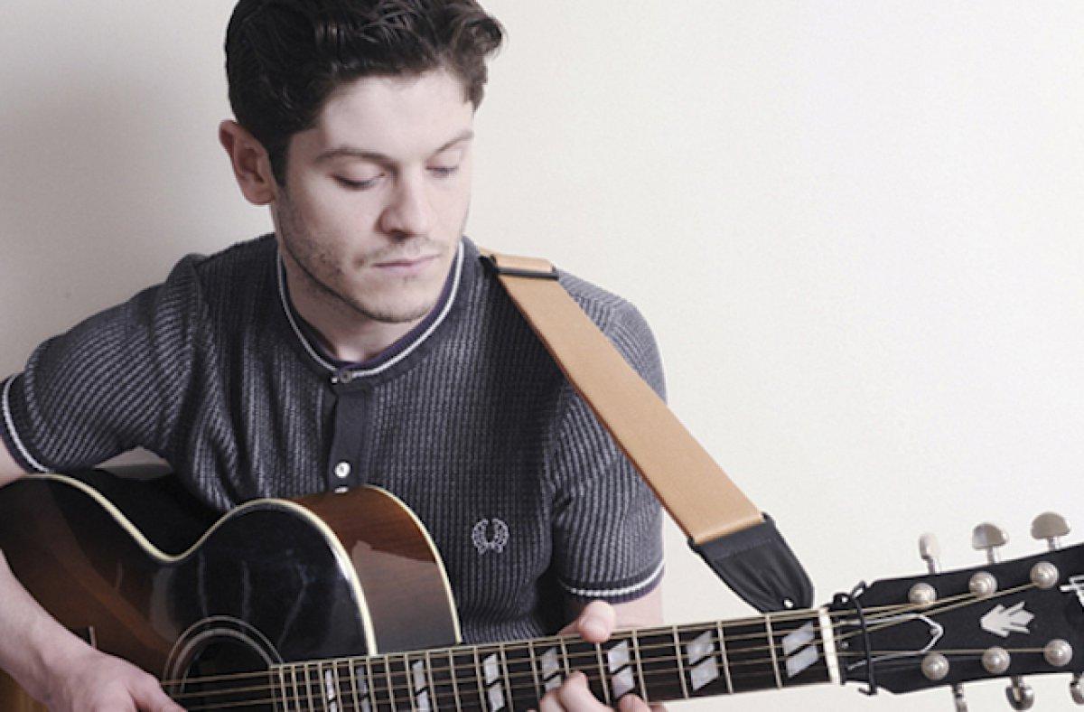 Iwan con la guitarra