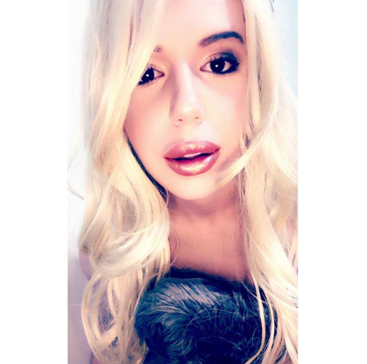 Se opera 90 veces para ser Britney Spears pero...¿se parece?