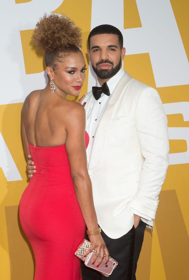 Arriesgan más en una alfombra roja en la que Drake posa acompañado