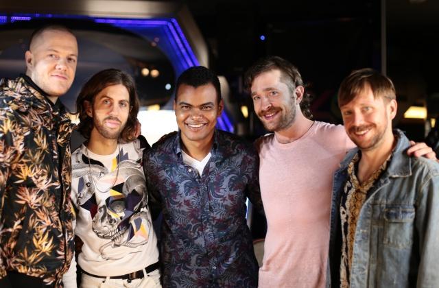 Arturo Paniagua charla con el grupo sobre su nuevo disco y cómo superan la presión de ser la banda más popular del año