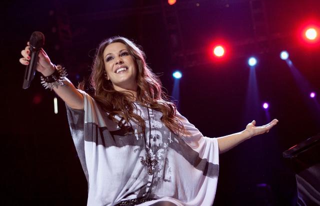 Xavi Martínez entrevista a la cantante en directo