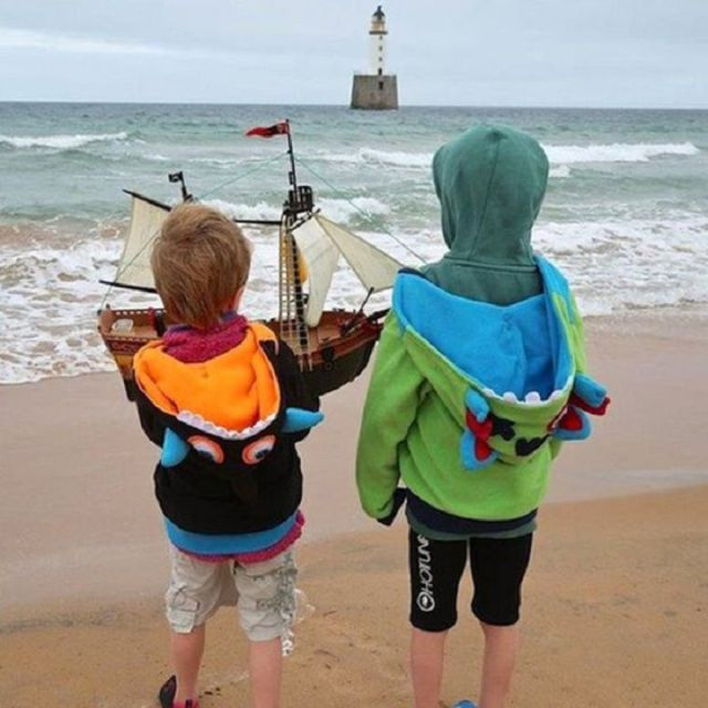 Unos niños lo botaron en Escocia y ya va por Cabo Verde