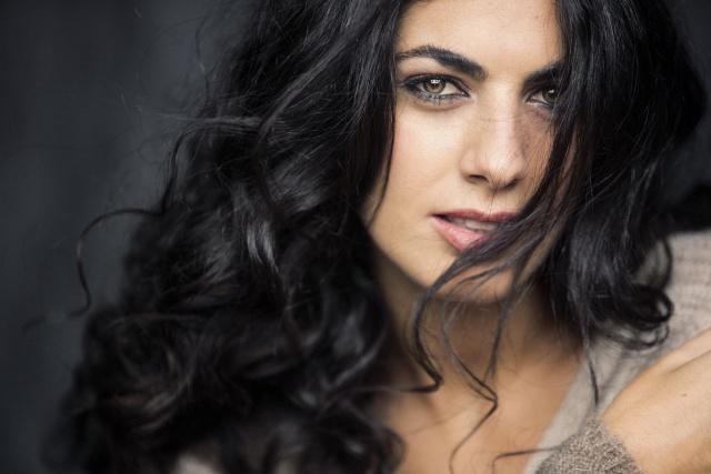 Recuerda a Hiba Abouk