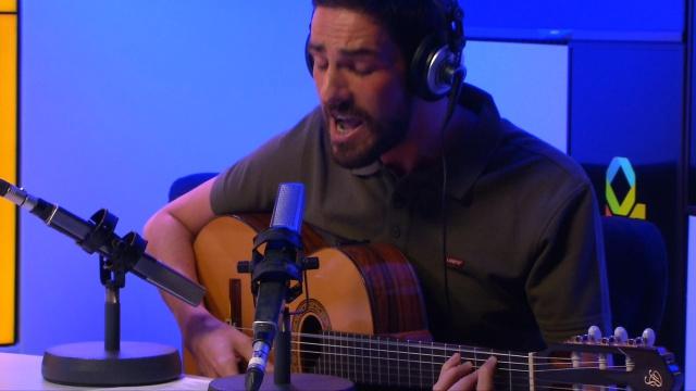 Keru Sánchez dedica su canción a unos padres de bandera