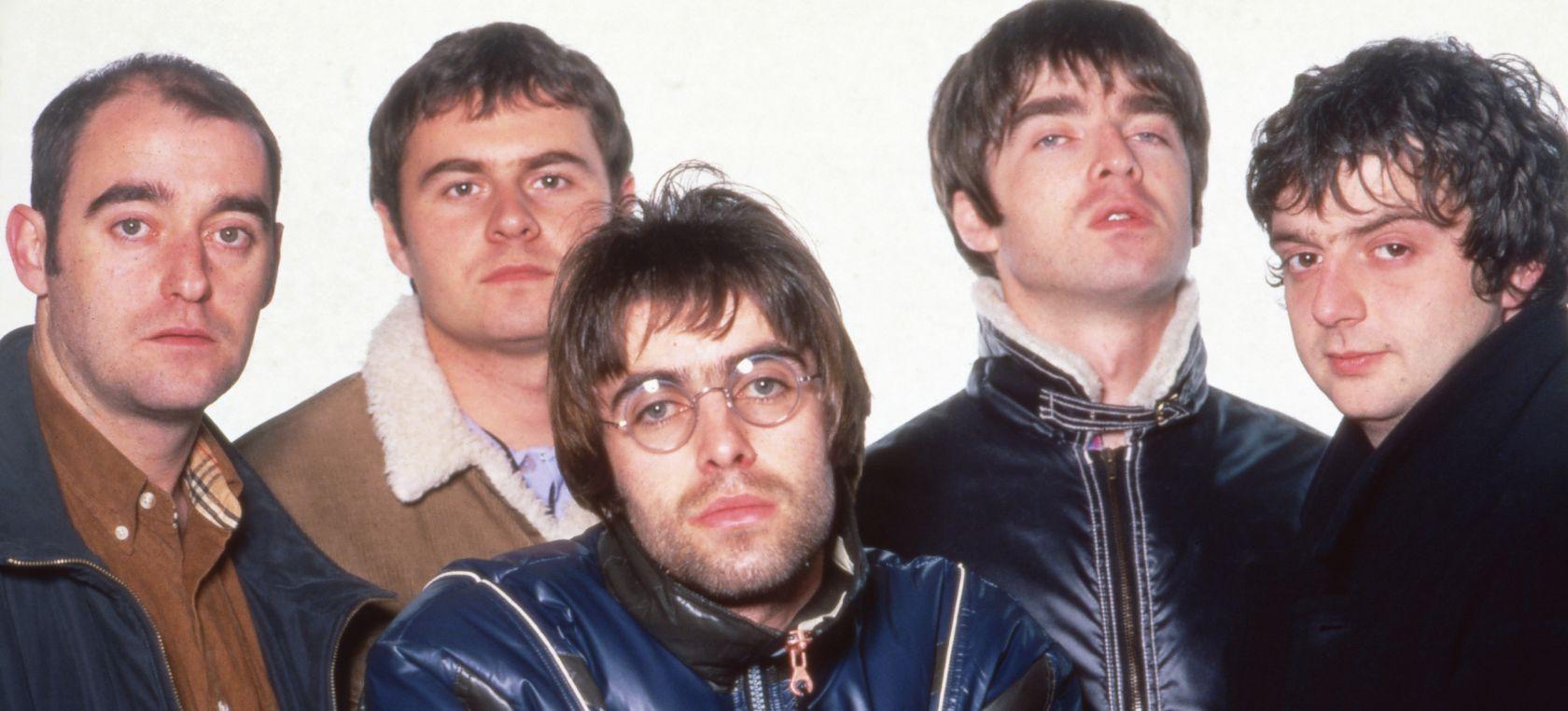 El día que Oasis consiguieron su primer Nº1 en una Lista 40 en la que también estaban AC/DC y Alejandro Sanz | LOS40 Classic | LOS40