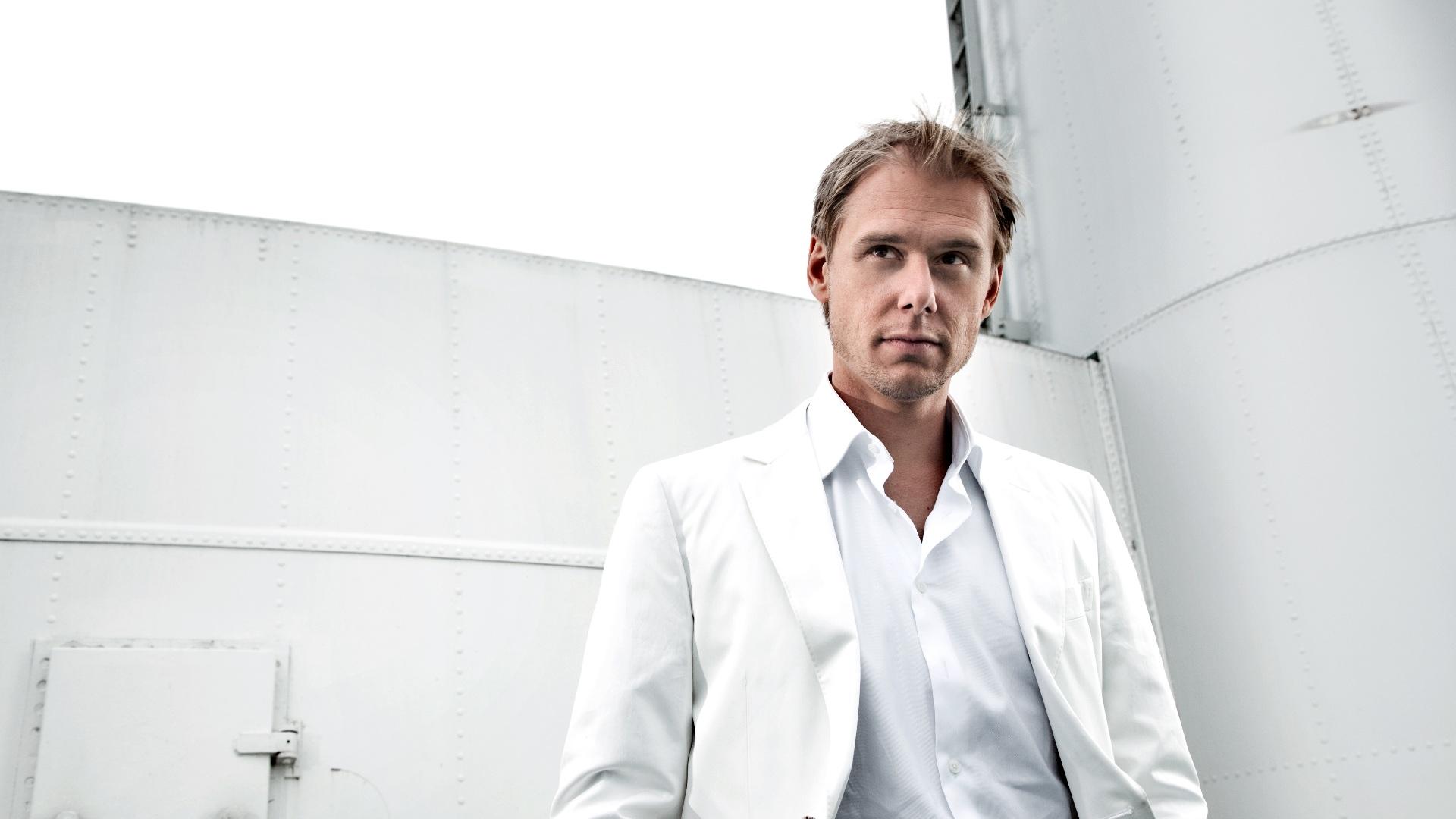 Escucha el último programa de Armin van Buuren: ASOT756