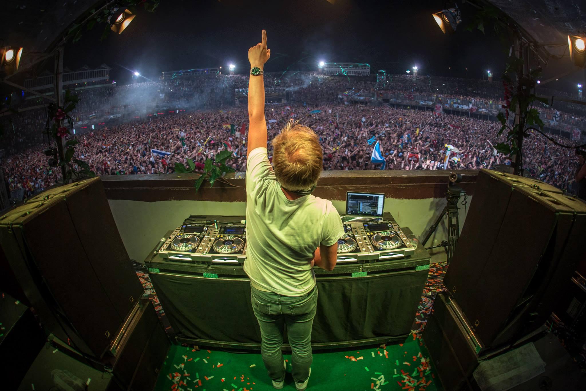 Armin Van Buuren & Play Trance para cerrar el mes.