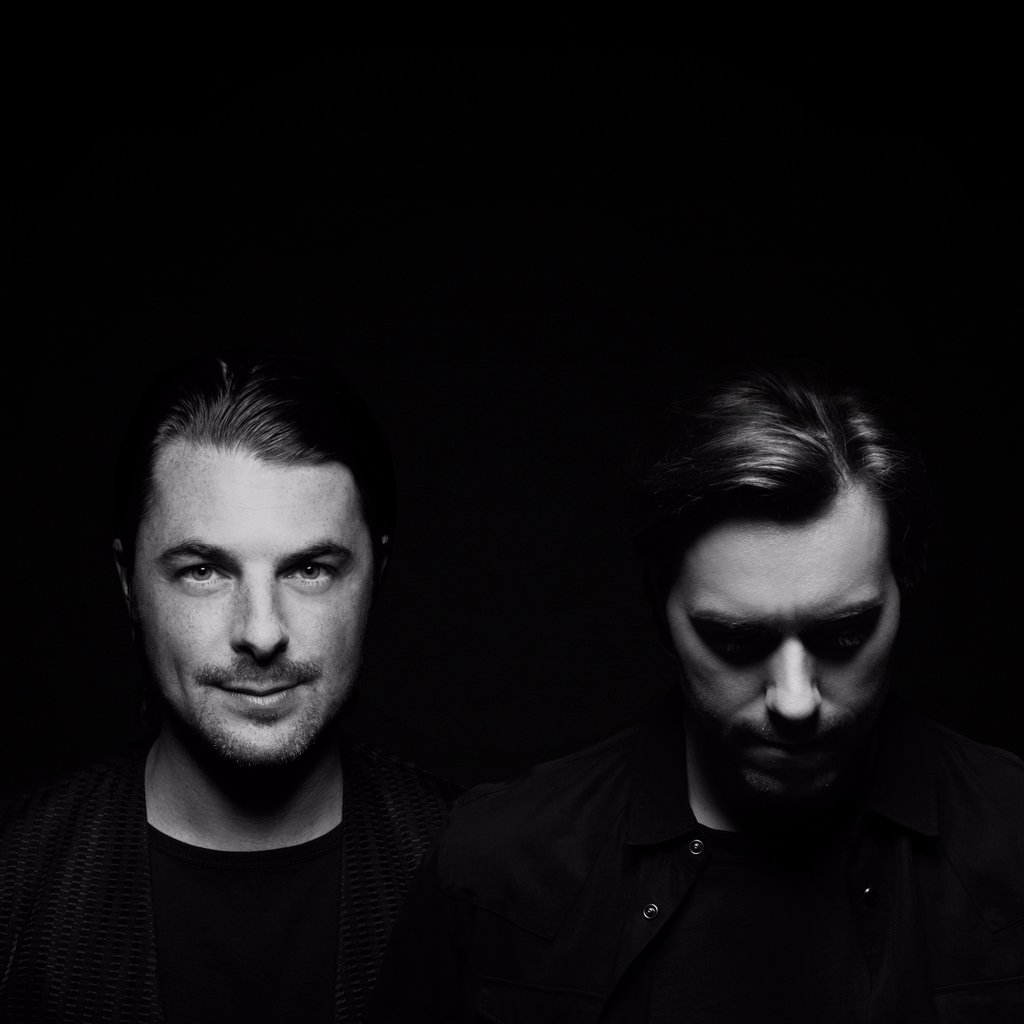 Maxima 51 Chart: Nº1 Axwell^Ingrosso - Thinking about you.