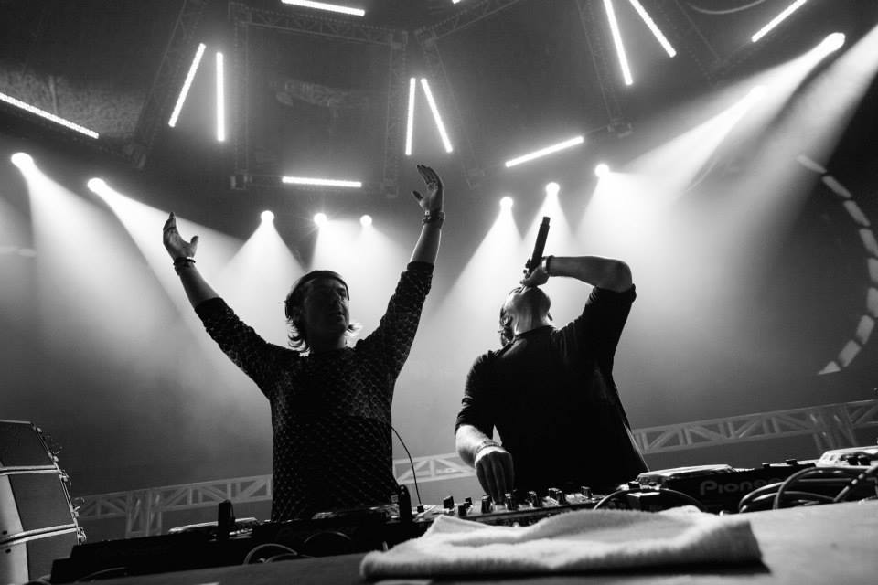 Maxima 51 Chart: Nº1 Axwell /\ Ingrosso I love you Ft. Kid Ink.