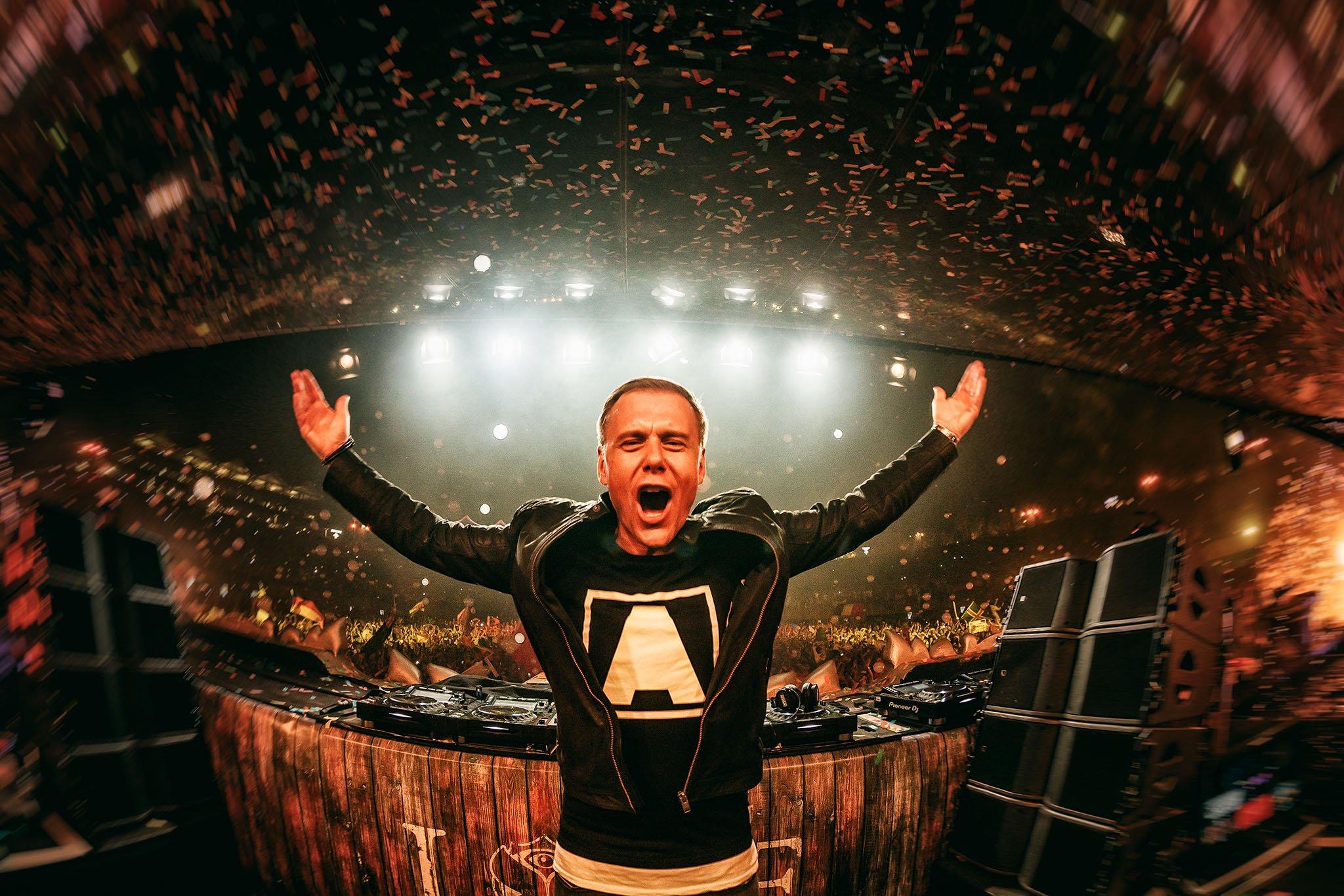 Armin Van Buuren consigue su tercer Nº1 en Maxima 51 Chart