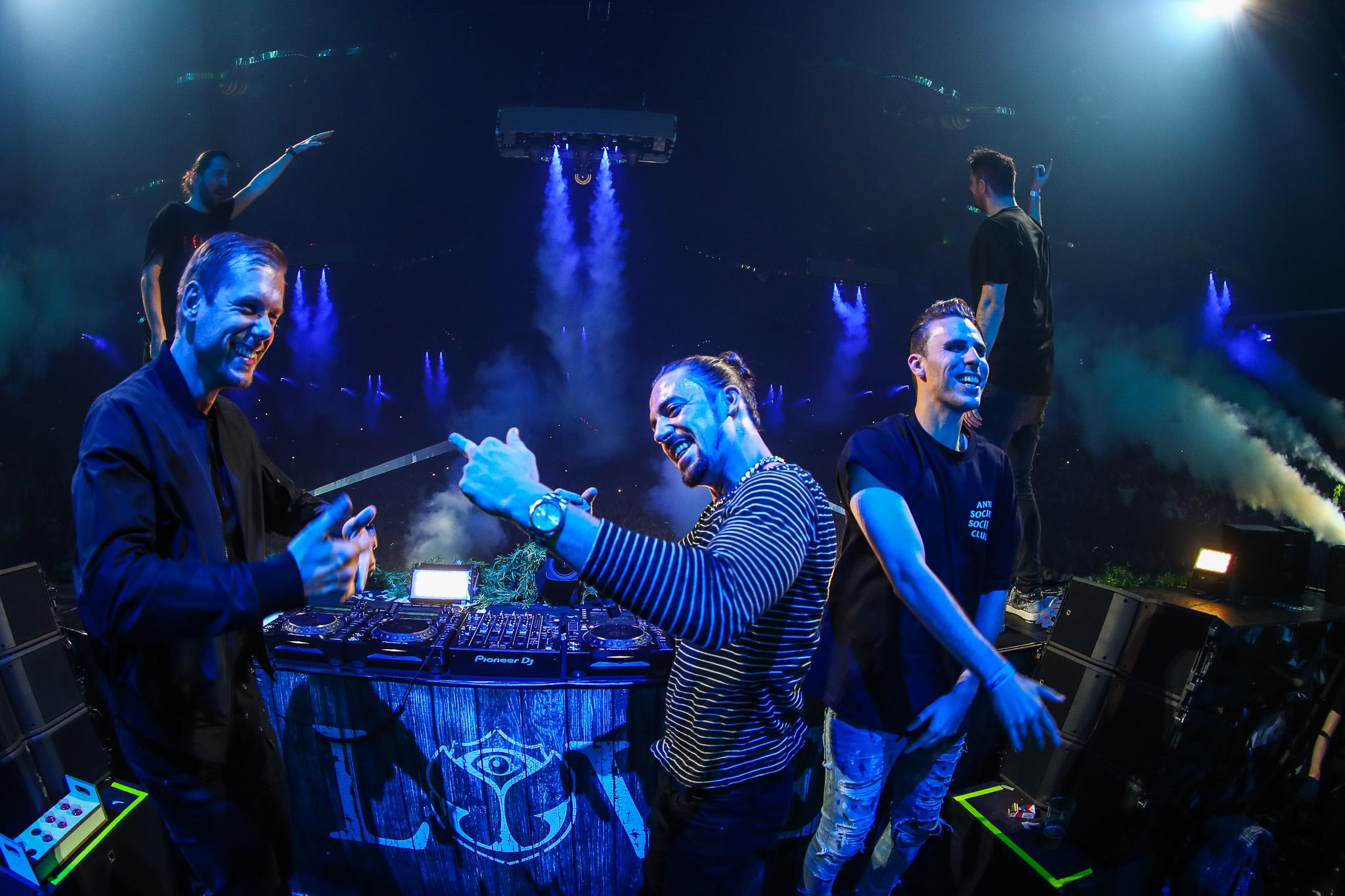 Repeat After Me Nº1 Dimitri Vegas and Like Mike vs Armin van Buuren and W&W